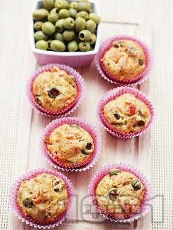 Солени мъфини с маслини, царевица и домати - снимка на рецептата